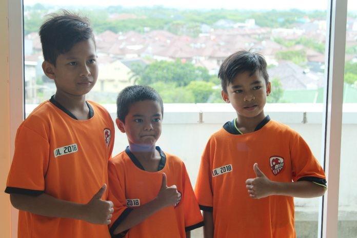 Terkuak Alasan Tik Tak FF Kenakan Jersey Oranye, Persija Rasa Liverpool