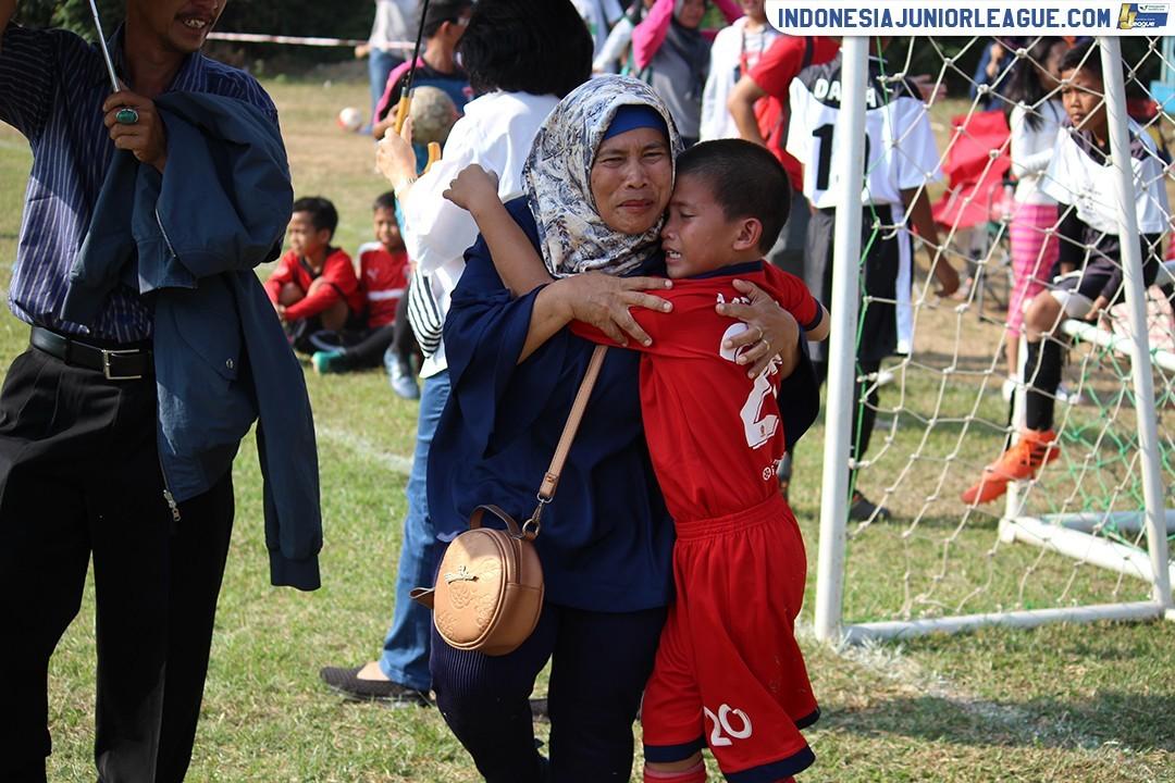 Di Balik Pesta Juara ASIOP Apacinti, Biar Foto yang Berbicara