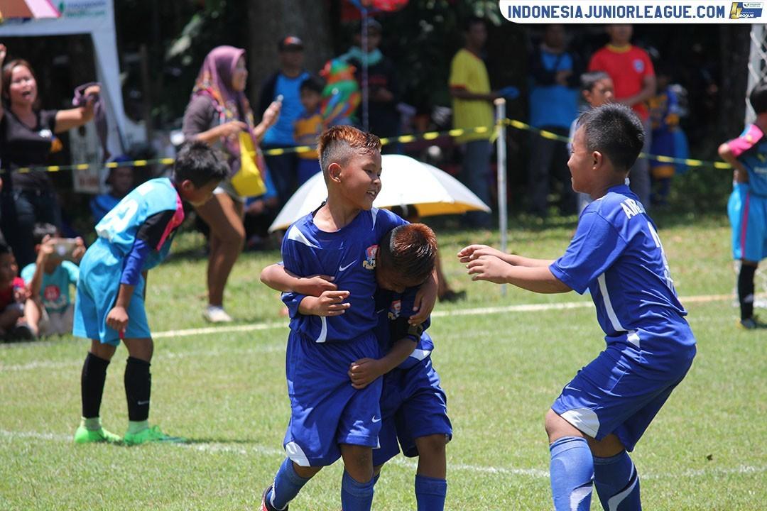 Rizki-Valdo Ibarat De Boer Bersaudara untuk Pelita Jaya Soccer School U-9